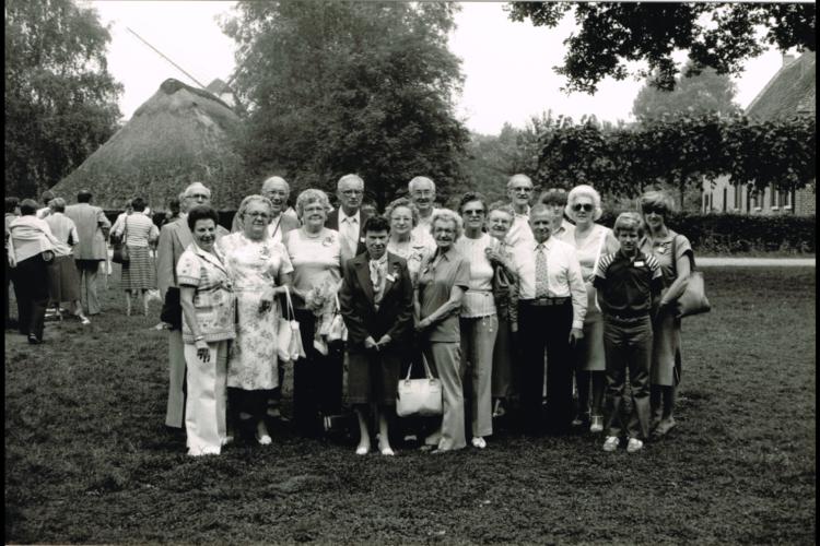 In 1979 gidste VIW een eerste groep migranten en hun nazaten doorheen de Vlaamse provincies. Bokrijk moest daarbij een beeld geven van het haast mythische voorvaderlijke land. [ADVN, VFC10297]