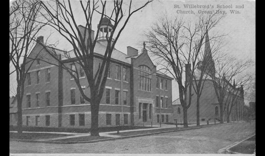De Saint-Willebrordskerk en -school in Green Bay (Wisconsin). Het waren Belgische en Nederlandse inwijkelingen die de parochie in 1864 stichtten. [The State of Wisconsin Collection, WI.BelgAmrCol.0111b.bib]