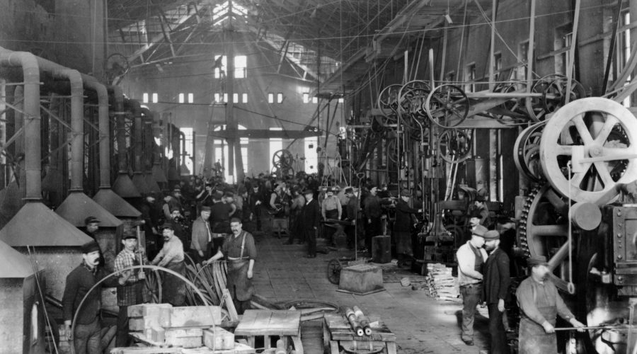 Rock Island Arsenal is sinds de jaren 1880 een belangrijke wapenfabriek van de overheid. Onder meer de gieterijen, hier in 1904, boden vele Belgen werk. [Moline, Center for Belgian Culture]